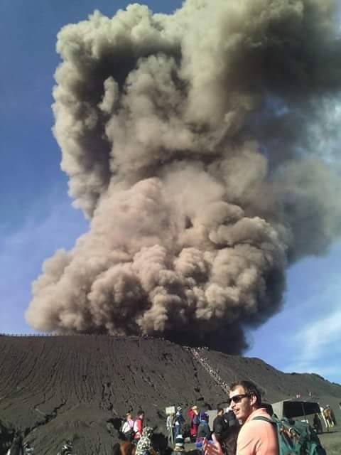 Mt. Bromo's smoke is grey again and reaches heights up to 1500 meters
